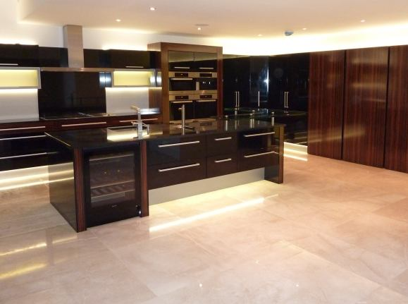 Why to buy kitchens direct from the suppliers surrey for Kitchens direct